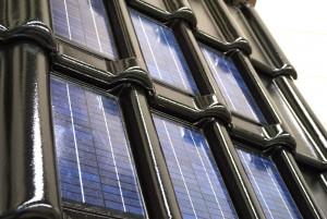 zonnepan dakpan met zonnepaneel